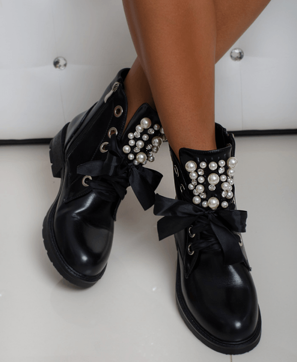 Kayla gležnarji s perlami